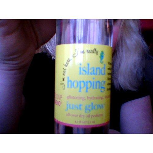 Island Hopping Label